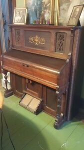 Beautiful Pump Organ  circa 1920