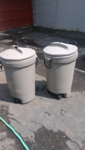 Two poubelle / Garbage Trash can Bin 15 $ for both