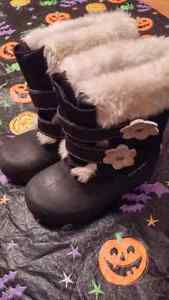 Gray Wolf winter boots size 9 toddler