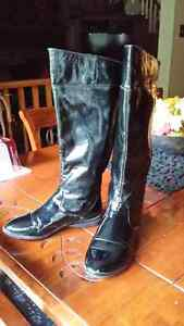 Black patent leather booths size 7  Cambridge Kitchener Area image 1