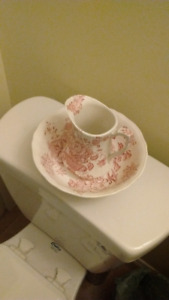 Small Alfred Meakin pitcher and basin