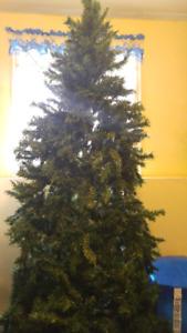 8' CHRISTMAS TREEWITH LIGHTS