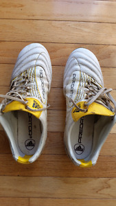 Soccer cleats size 8 men's
