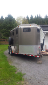 TWO HORSE SLANT HORSE TRAILER FOR RENT