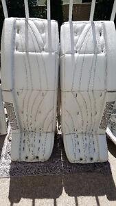Vaughn Goalie Set - 36 in Pads/Blocker/Catcher V6 Custom ProSpec
