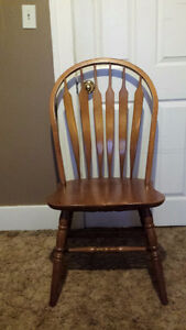 Set of six oak farm-style kitchen chairs in good condition Windsor Region Ontario image 1