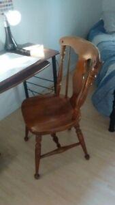 Chaises en bois à vendre