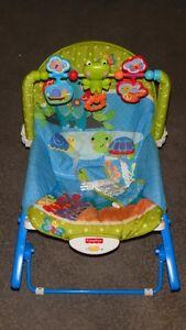 Chaise pour bébé avec jouets et vibration