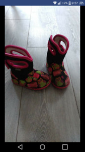 Baby girl bogs size 5