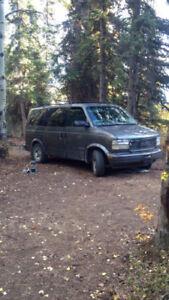 Safari van 2000. 228 552/km $2000$ obo or trade for a 4x4