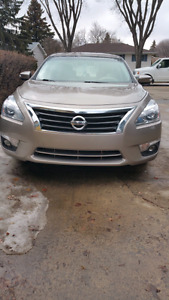 2014 nissan altima very clean inside and outside very new everyt