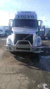 2014 volvo 760   with    d-13     I shift