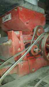 Champion #20 Roller Mill, oats or mix grain Stratford Kitchener Area image 5