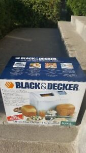 Black and Decker All In One Automatic Breadmaker/Robot Boulanger
