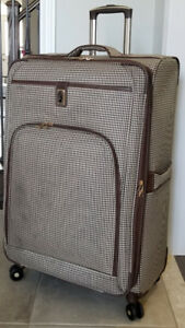 "29"" London Fog Spinner Expandable Luggage"