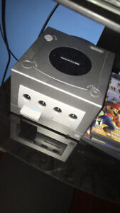 selling gamecube - 4 controllers - popular games