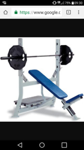 Bench-press incliné Hammer Strength flambant neuf à vendre!