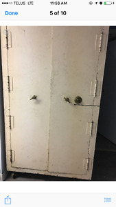 Giant Old Safe. Works great.