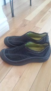 Ladies Privo by Clarks size 5.5 black slip on shoes