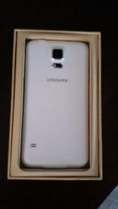 White Samsung Galaxy S5