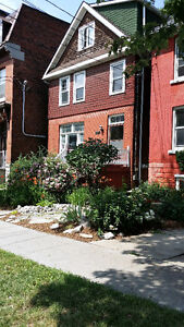 3 Bdroom apartment on King East. 5 min walk to Queen's. Utl Incl
