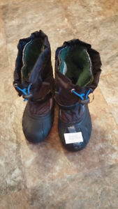 Boys Size 2 Winter Boots- Removable Liners - Great Conditon