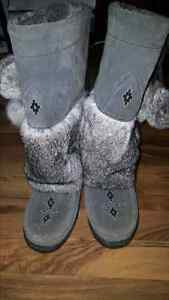Mukluks size 6 good condition REDUCED
