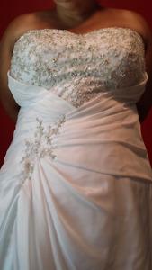 Wedding dress size 28
