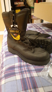 BRAND NEW MILITARY QUALITY BOOTS - GORTEX