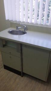 comptoir avec lavabo intégré