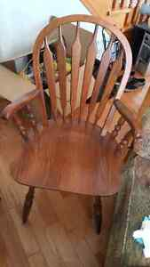 Small round table w/ four chairs Cambridge Kitchener Area image 5