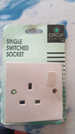NEW: LIGHT: Single Switched Socket - Circuit Centre brand