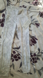 New ladies size 2 lululemon leggings