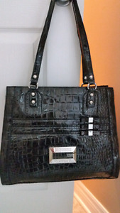 Purse like new guess......