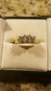 18 k Yellow Gold. 0.71 Carat Princess Cut Centre Daimond Ring!