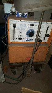 Ac/DC  stick /and tig welder runs on 220 power