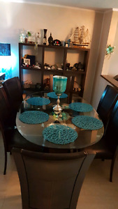 GLASS AND LEATHER DINING ROOM SET