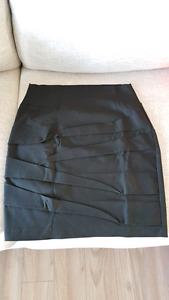 Belle jupe noir de travail ou de sortie !