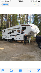 35ft 5th wheel that only weighs 7930lbs with 3 bunks
