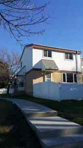 ONLY 1150$ FOR THIS 3 BEDROOM TOWN HOUSE IN MILLWOODS