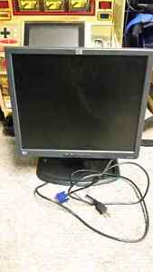 Working 17 inch computer monitor.