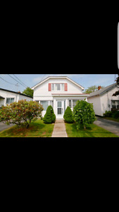 Upper flat in central Dartmouth June 1st !!