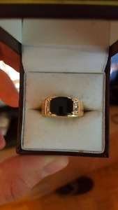 20k gold ring with onyx and diamonds