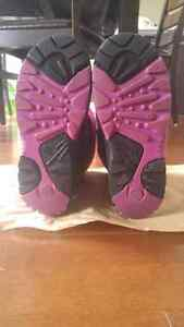 Girl's winter boots Size 4 $10 London Ontario image 3