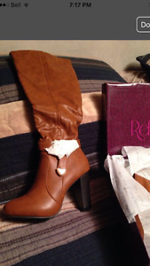 BRAND NEW! Boots - tan