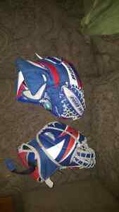Goalie gloves junior and intermediate  Stratford Kitchener Area image 1