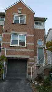 Immaculate townhouse for rent in Newmarket (Yonge & Mulock)