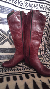 Beautiful distressed leather purple boots size 38