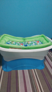 Baby bath tub with s Stend good condition