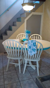 Super Cute Re-finished Table and Chair Set Windsor Region Ontario image 9